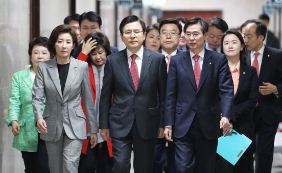 [의사당역 1번출구] 바른과 대한 사이…통합 딜레마 빠진 한국당