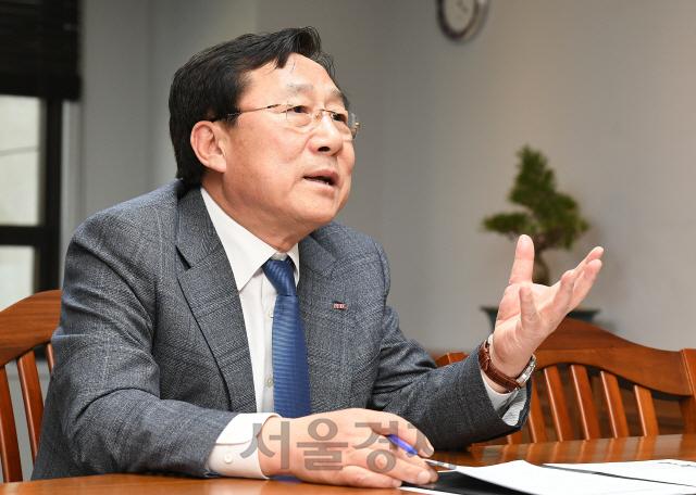[김기문 중기중앙회장 특별인터뷰] '2023년까지 중기 전문은행 설립'