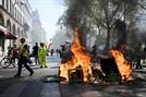 노트르담 화재 간신히 진압한 佛, 불 지른 노랑 조끼 시위에 골머리