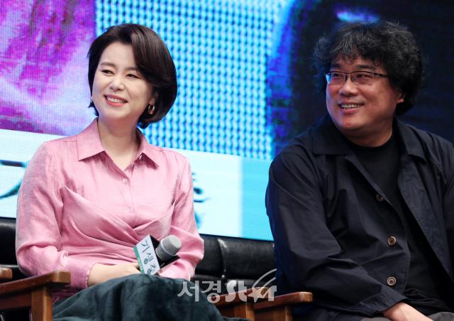 [종합]'기생충' 봉준호 감독의 진화...송강호→최우식 케미스트리 자신