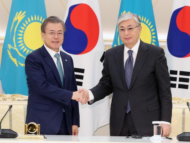 """한-카자흐 정상회담…""""신북방정책으로 공동번영 이룰 것"""""""