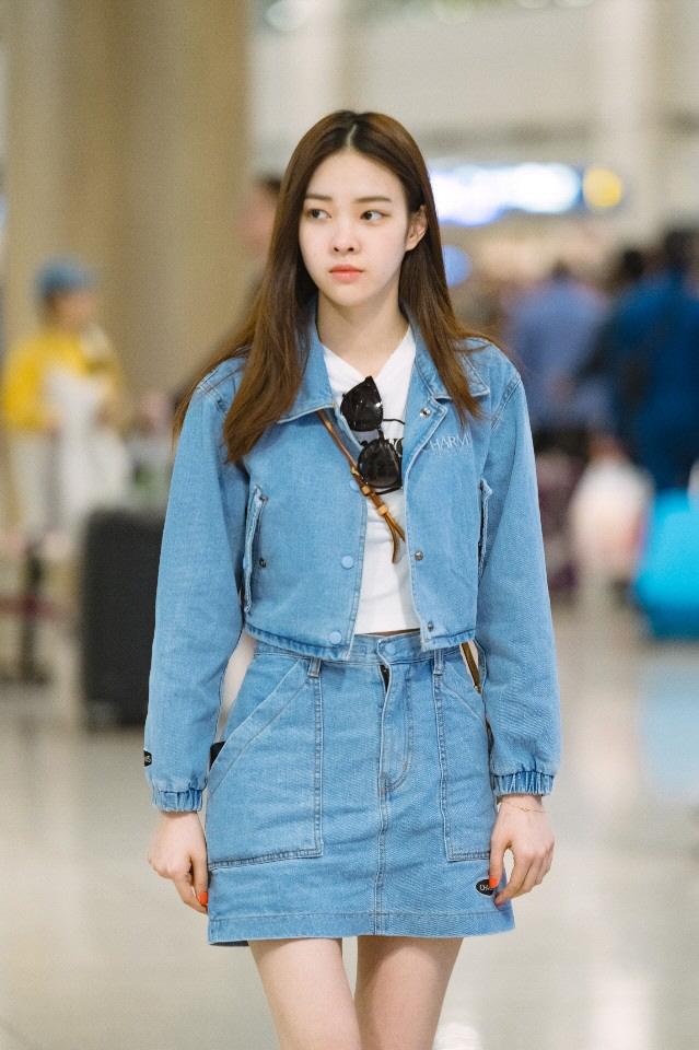 가수 고성민, 봄맞이 공항패션 '러블리 여친룩' 연출 화제