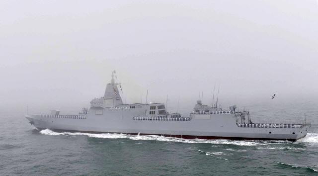 [사진]항해하는 中 '난창함'…아시아 최대 미사일 구축함