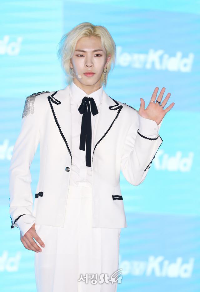 """[종합] '뉴키드' 프리 데뷔돌의 힘찬 패기..""""롤모델은 방탄소년단"""""""