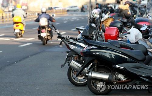 치킨·피자, 전기 이륜차 타고 배달된다…서울시 배달용 오토바이 1,050대, 전기 이륜차로 교체