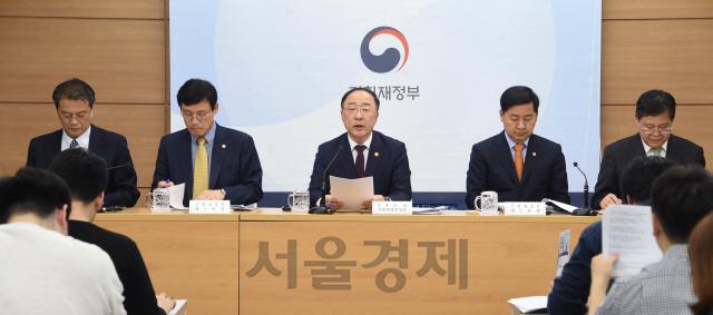 홍남기 '추경으로 미세먼지 7,000톤 추가 감축'