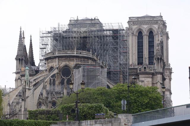 프랑스 '노트르담 재건 서두르자'...'절차 생략' 특별법 추진