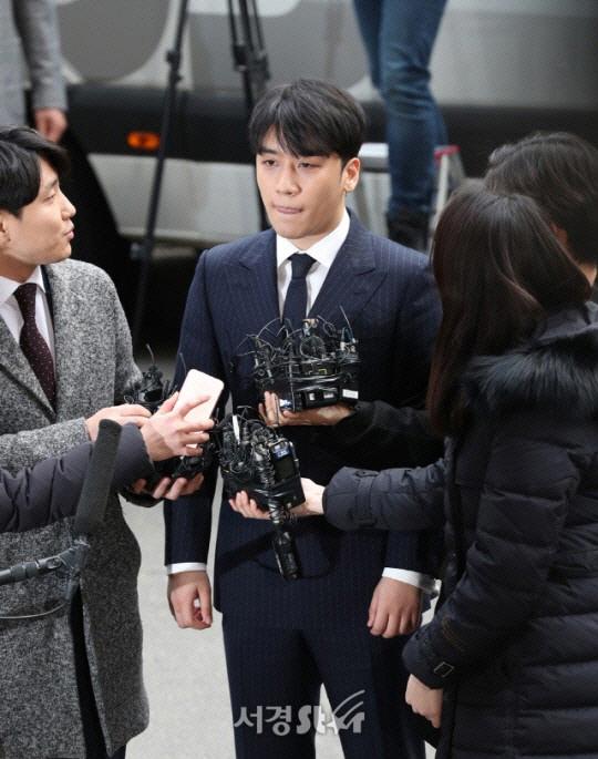 [SE★이슈] 승리 '日투자자 숙박비 YG 법카로 결제했지만 돈은 내가 냈다?'