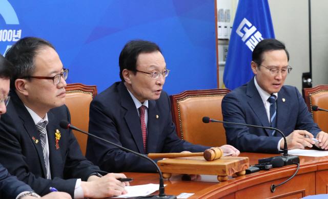 민주 '폭력 법적대응'...한국당 의원 18명 고발