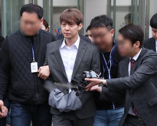 박유천 '마약 투약 혐의' 구속…법원 '증거인멸·도주 우려'