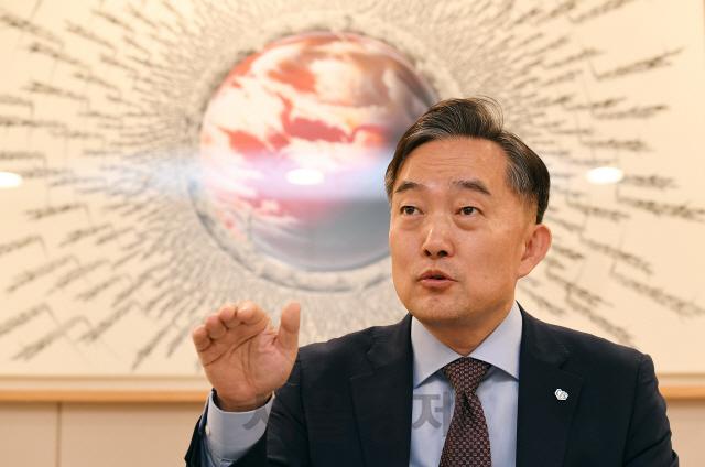 [서경이 만난 사람] 신현준 한국신용정보원장''보호서 활용으로' EU도 개인정보 완화...늦으면 4차산업 낙오'