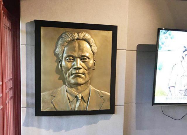 송혜교-서경덕, 中 상하이 윤봉길기념관에 윤 의사 부조작품 기증