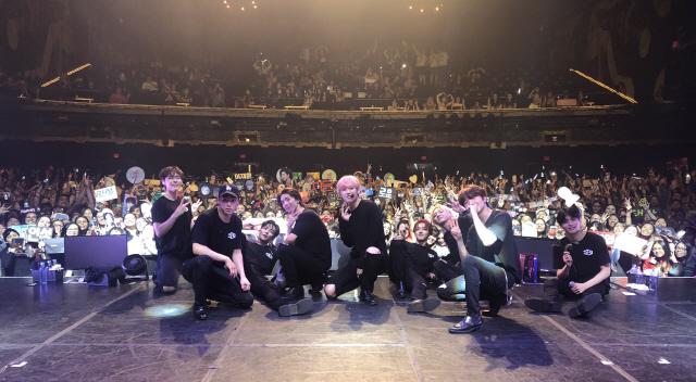 SF9 미주 공연, 팝스타 커버+'예뻐지지 마' 영어버전까지 '현지 팬 열광'