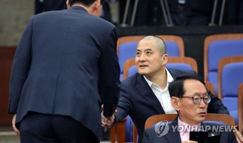 삭발 박대출 '민주주의 불씨 살리기 위한 작은 저항의 표시'