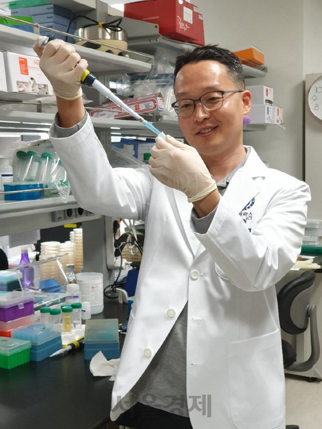 의사 대신 연구의 길..'이달의 과학기술인상' 김형범 연세대 의대 교수