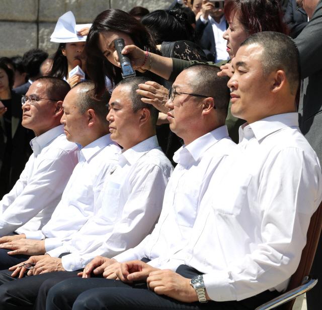 [영상]한국당, 패스트트랙 무효 집단삭발…'거대권력 맞선 비폭력 저항'