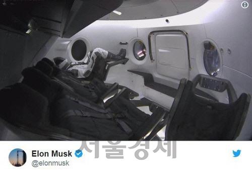 스페이스X 유인 캡슐 테스트 도중 폭발해 '전파'…NASA 계획도 '차질'