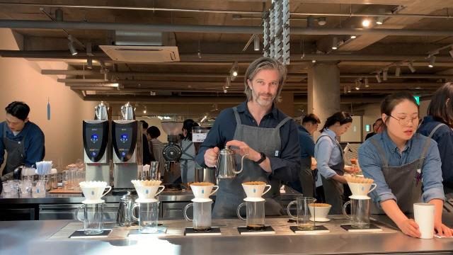 [영상] 블루보틀 커피 어떻게 만드는지 보니…돌풍 계속 이어갈까?