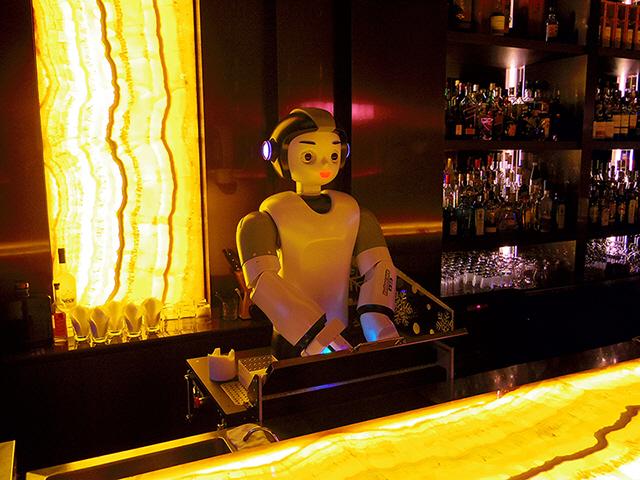 [토요워치]'로봇 바텐더' 쉐키쉐키·AI가 메뉴별 와인 추천
