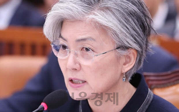 강경화 장관, 美·日과 北 발사체 긴급협의 '신중히 대처'