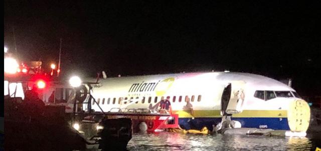 미국서 143명 탄 보잉737 악천후 속 착륙 중 강물 빠져…경상만 21명