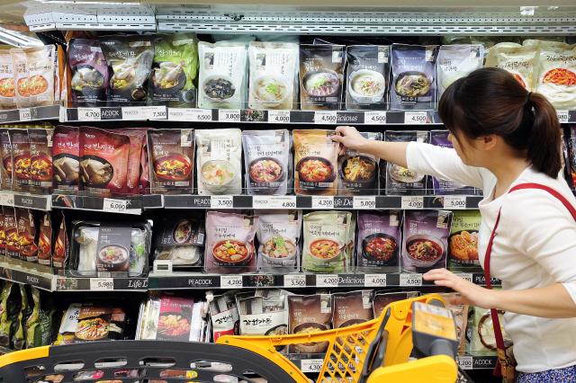 저염 명란젓·무항생제 닭 쓴 치킨너겟...밥상이 건강해진다