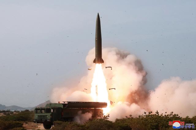 합참 '北, 평북 신오리서 동쪽으로 불상 발사체 발사'