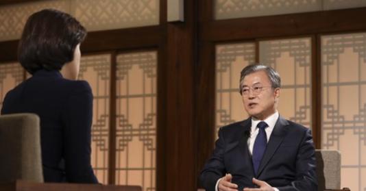 대통령 말 끊고 '독재자' 질문하고…송현정 기자 태도논란 '일파만파'(종합)
