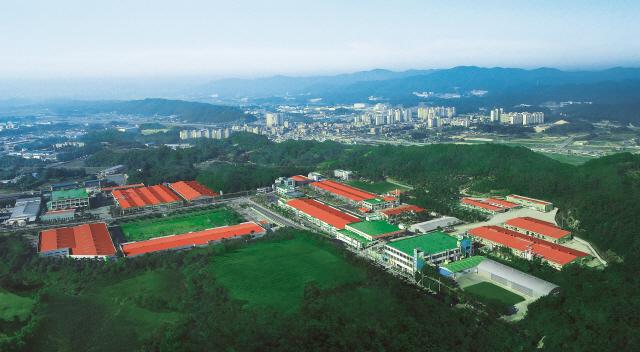 원료서 완제품까지 '친환경 고집'…유해물질 없는 공장 꿈꾸다
