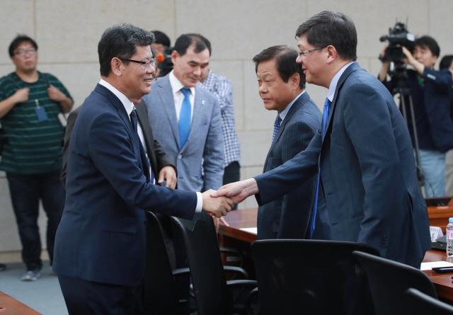 민간단체 만난 김연철 '정부 식량지원 구체적방법 솔직히 말해달라'