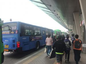 서울 '버스요금 안올라 다행'...경기 '인상률 20% 달해 부담'
