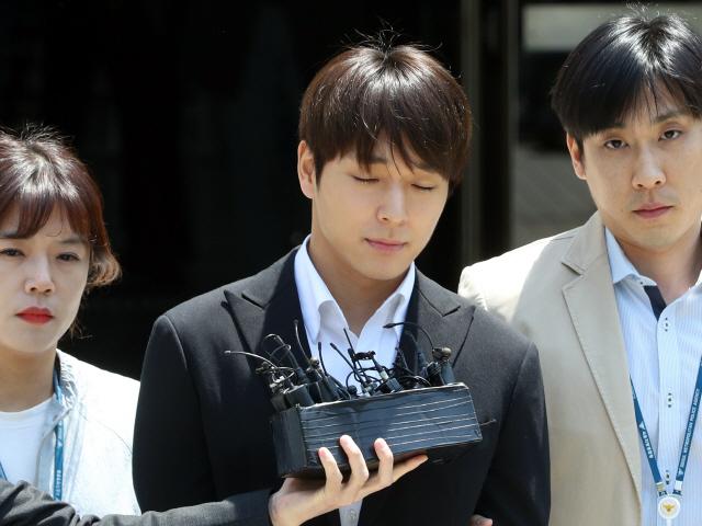 '단톡방 집단성폭행 의혹' 최종훈 기소의견으로 검찰 송치