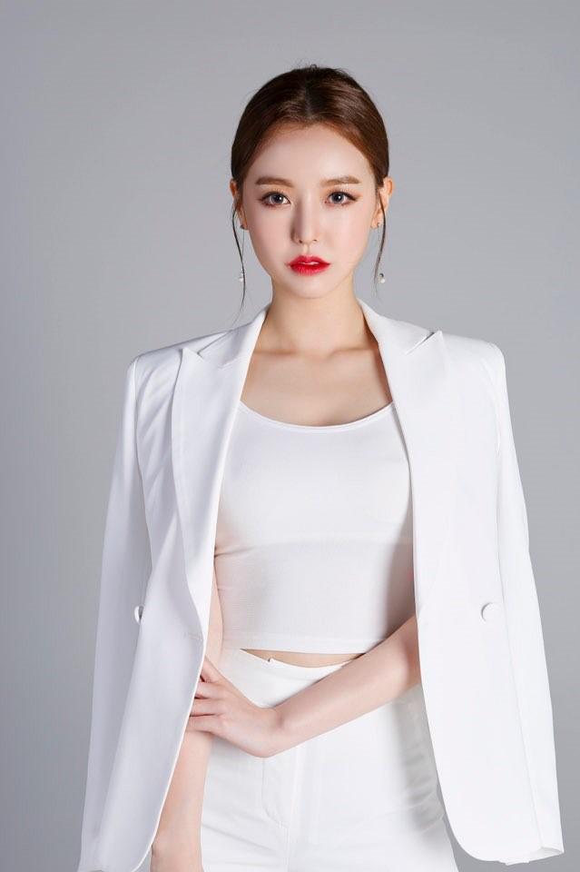 로드FC 유튜브 라이브. 스타일디 소속 '달샤벳 세리' 진행