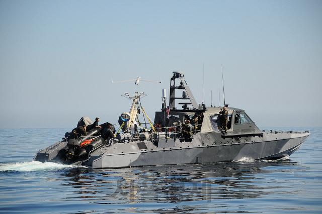 해군 '개량 S-100' 함정 배치...한중일 '해상 무인기' 삼국지