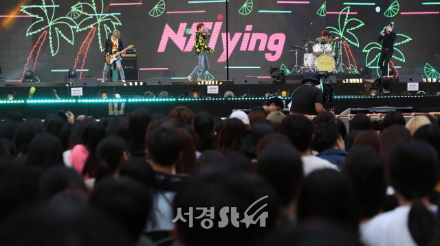 엔플라잉, 감미롭게 열창 (2019 드림콘서트)