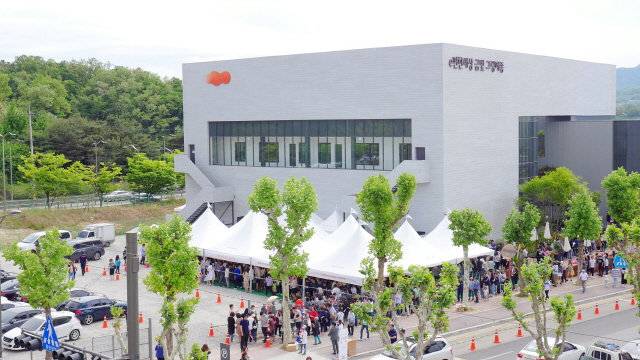서울·과천·성남 동시 청약에..주말 견본주택 17만여명 인산인해