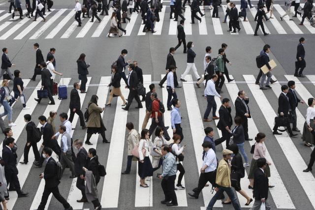 일본 경제 깜짝 성장했지만....소비·투자 위축에 앞날 '먹구름'