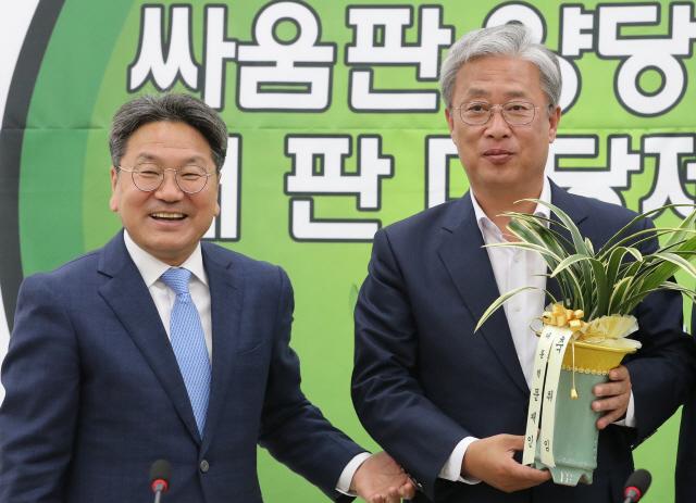 유성엽 '청와대, 개헌논의 적극 임해달라'