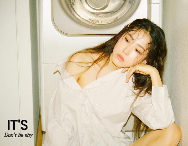 컴백 이츠, 새 싱글 앨범 'Don't be shy' 콘셉트 포토 공개... 한층 더 성숙해진 여성미