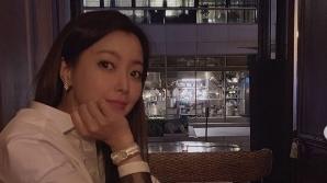 김희선, 숨만 쉬어도 고혹적 섹시美…식당을 촬영장으로 만드는 절세미녀