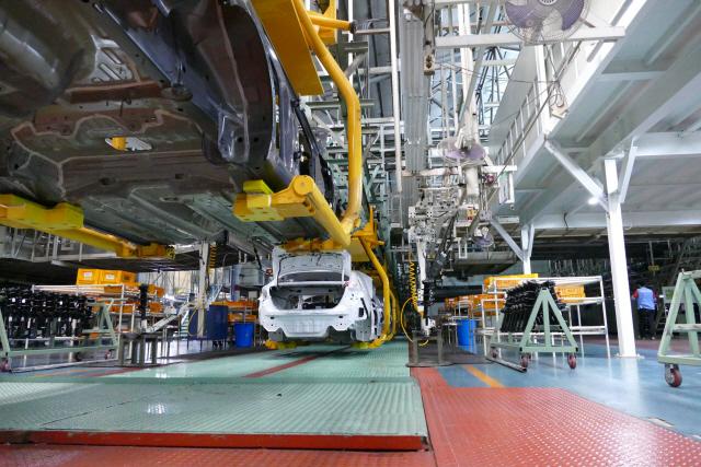 GM·포드, 인력 줄여 미래차 투자하는데…현대차 노조는 '1만명 충원'