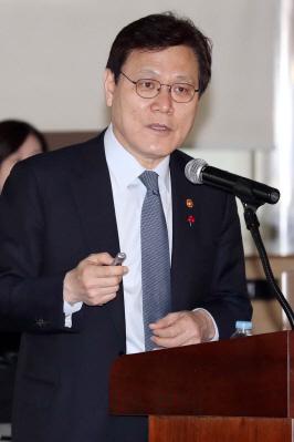 """최종구-이재웅 설전 2라운드 돌입…""""비아냥거릴 일 아니다"""""""