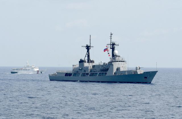 '軍 현대화' 필리핀 최고시장...방산 수출 '남남서로 진로 돌려라'