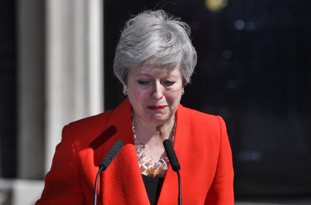 """EU, 메이에 """"용기 있는 여성""""…""""달라진 것 없다…재협상 불가"""""""