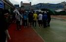 빗속에 강행된 구청장배 테니스대회...결국 가위바위보로 승자 결정