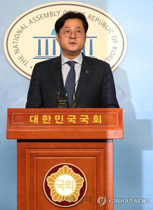 與 '한국당 '대권놀이' 멈추고 국회 복귀하라'