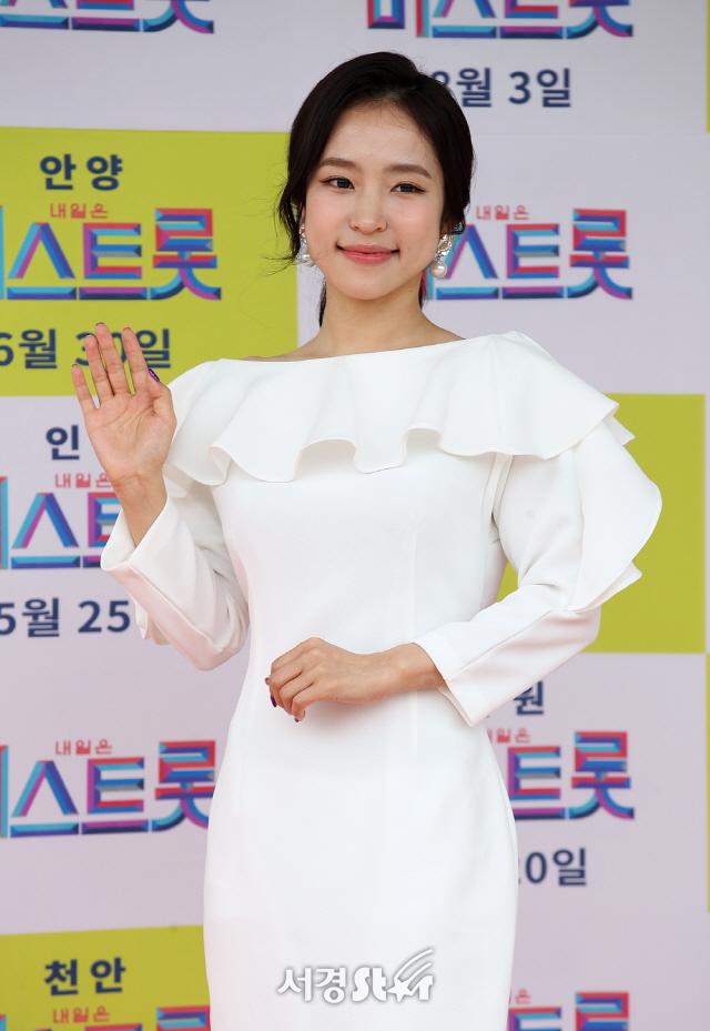 홍자, 러블리 손인사~ (미스트롯)