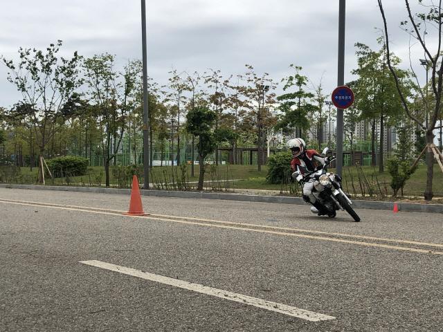 [두유바이크]88평범한 라이더, 모터사이클 행오프를 배우다