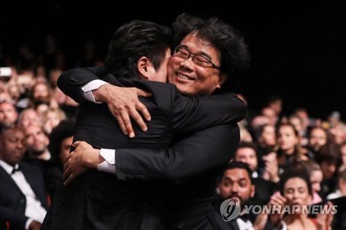[종합] '심사위원 만장일치' 봉준호 '기생충' 황금종려상으로 '칸의 남자'가 되다