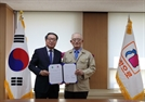 부영그룹, 25억원 규모 전자칠판 기증